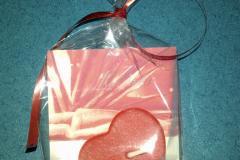 Červené srdiečko darované z lásky